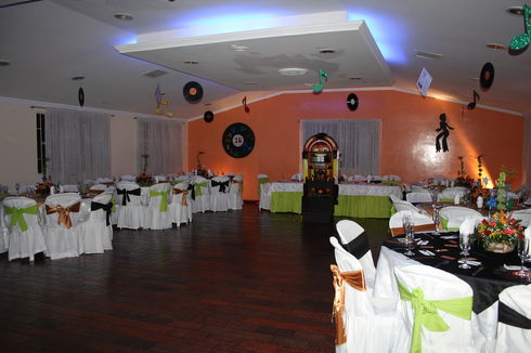 Banquetes mr class a os 60 y 70 for Decoracion 70 s