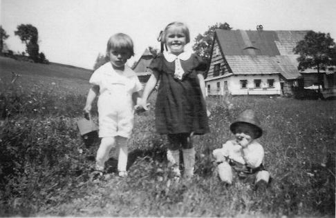 Franz vor dem Haus