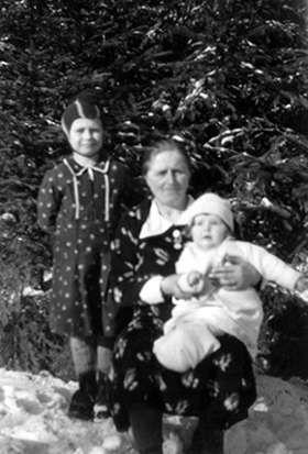 Die Mutter mit Bertel und Else