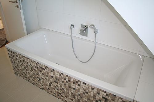 Badewanne Unter Dachschräge: Badezimmer mit dachschräge tipps für dusche amp badewanne. Bad mit ...