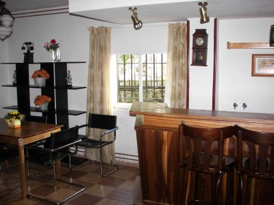 Casa miraflores home - Barras de bar para salon de casa ...