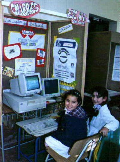 Uruguayos usando internet