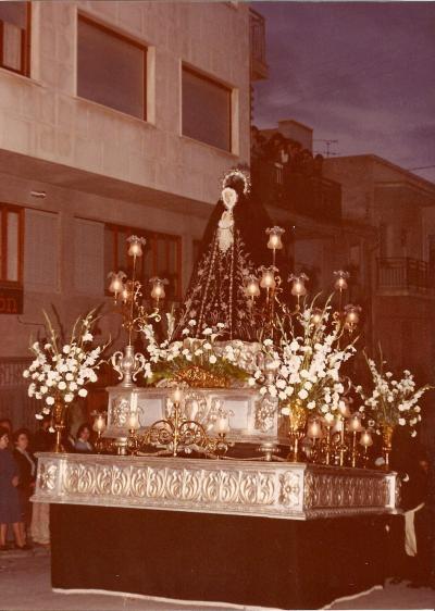 La Carroza con los adornos dorados (1978)