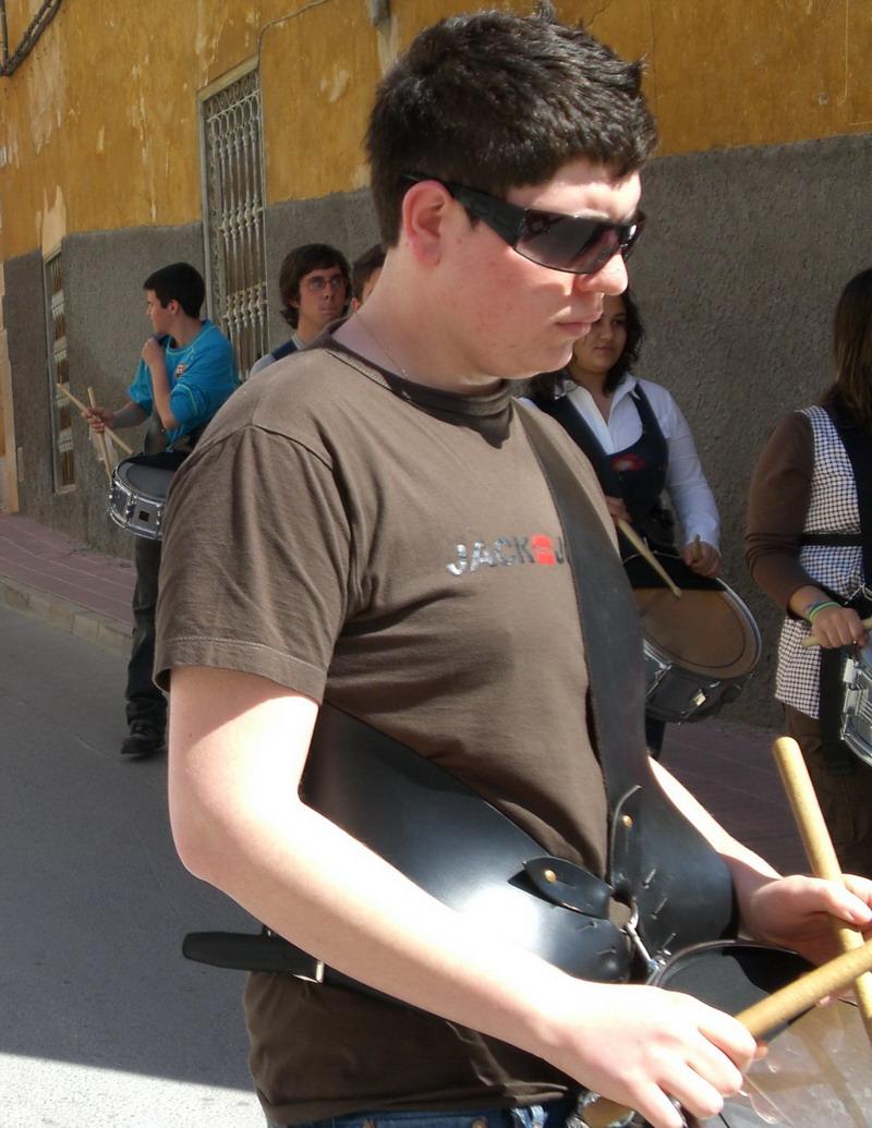 Màrio ensayando con la banda de tambores