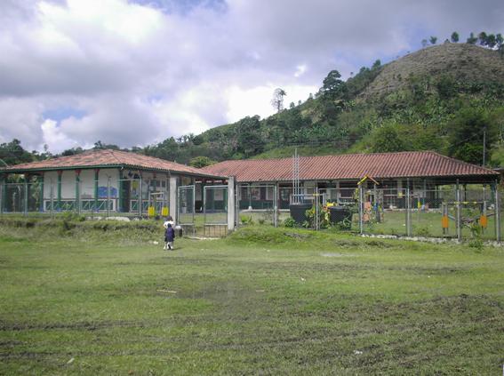 Vista Entrada Escuela Llano Grande