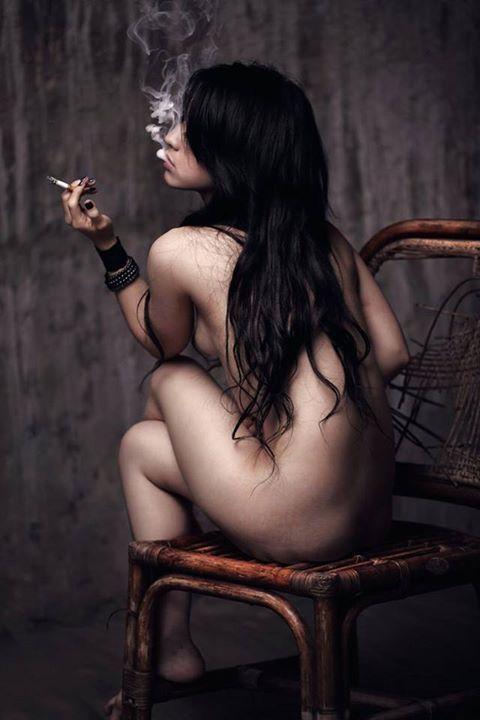 Smoking hot naked black babe