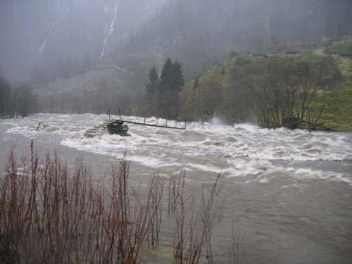 Stor vassføring i elva. Foto: Ole Andreas Dale