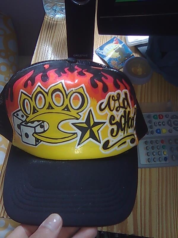-Si lo que prefieres es una gorra personalizada solo tienes que pedir tu  diseño y decir los colores 95545e40467