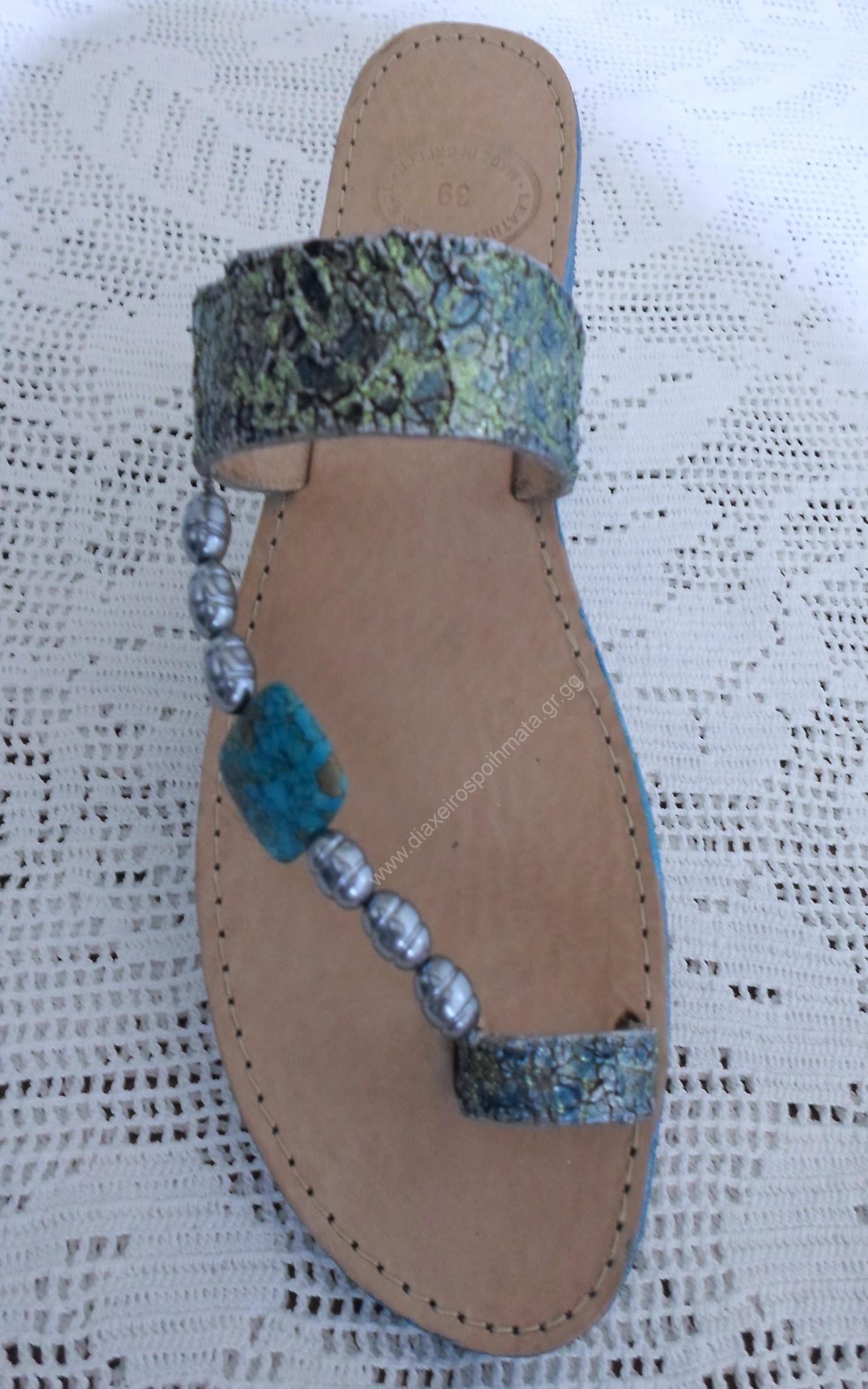 Νέες καλοκαιρινές προτάσεις. Ιδιαίτερα κ` προτότυπα σανδάλια σε πολλά χρώματα με διάφορες τεχνικές που μπορούν να εφαρμοστούν κ` σε πλατφόρμες