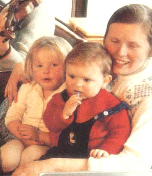 Joanne Kelly Erste Frau