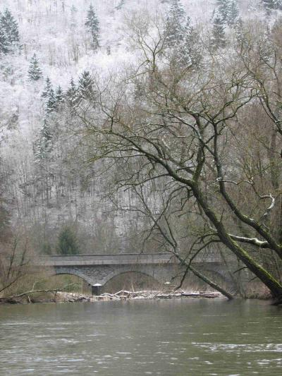 Straßenbrücke vor dem Campingplatz Schuld (vor der Durchfahrt)