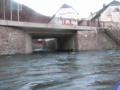 Der Mündungsbereich des Kesselinger Baches, incl. Bundesstraßenbrücke ist zwischen 2006/2007 aufwendig erneuert worden