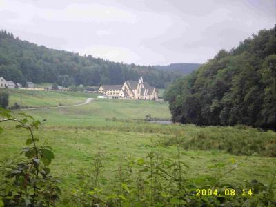 Abayé de Cordemois  im Semoisetal, bevor man wieder Bergan wandert.