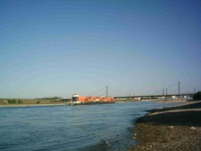 BAB1 Brücke im Hintergrund Leverkusen