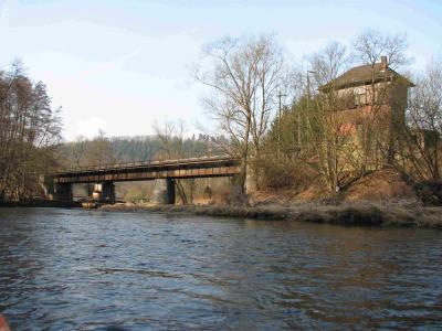 Stellwerk bei Niederhövels Hinter der Bahnbrücke Fußwegbrücke und Ein-Ausstiegsmöglichkeit in Bahnhofsnähe
