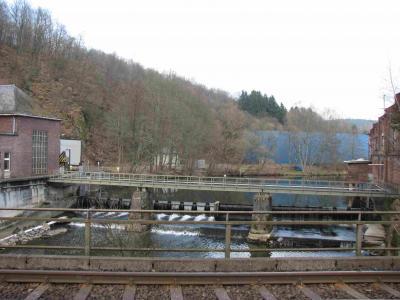 Das Scheuerfelder Wehr vom Zug aus gesehen