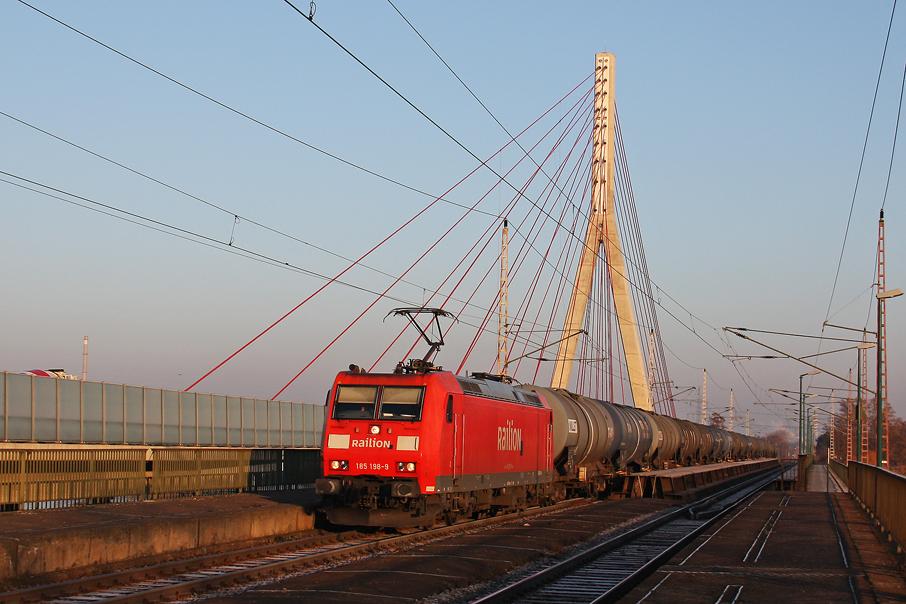 https://img.webme.com/pic/e/elbtalbahn/1251-185-198.jpg