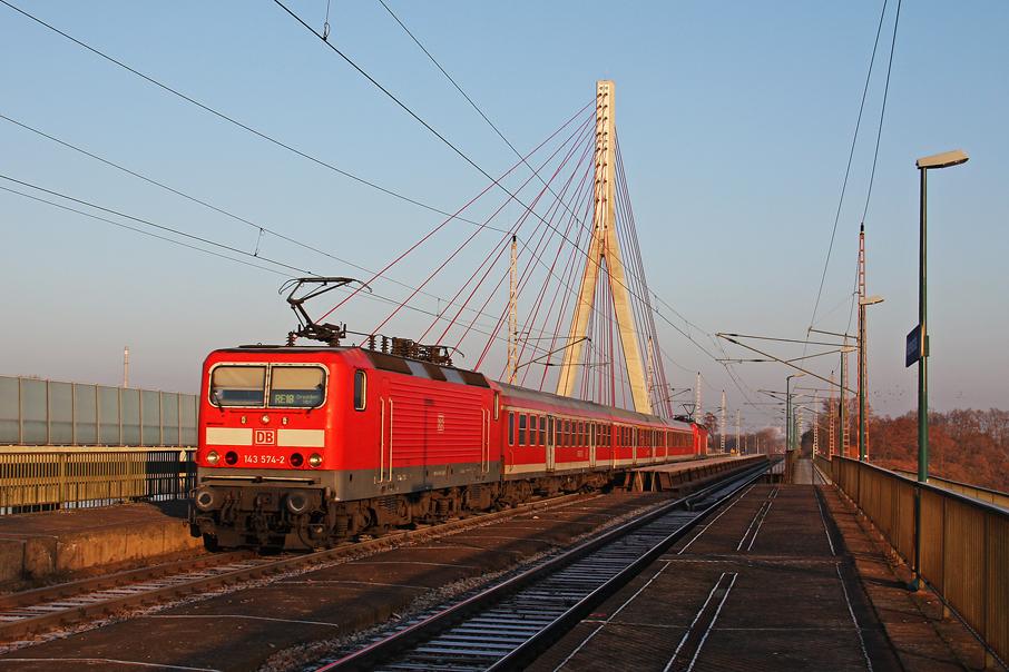 https://img.webme.com/pic/e/elbtalbahn/1258-143-574_821.jpg