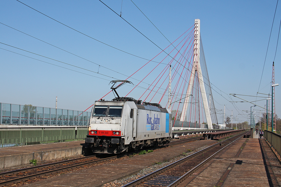 https://img.webme.com/pic/e/elbtalbahn/5042-186-240.jpg