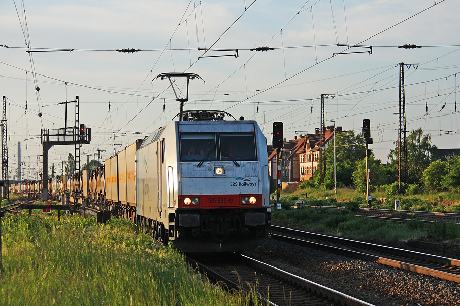 https://img.webme.com/pic/e/elbtalbahn/7138-185-635.jpg