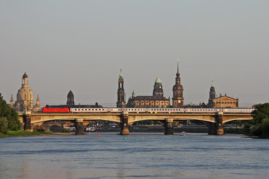 https://img.webme.com/pic/e/elbtalbahn/7226-101-076.jpg