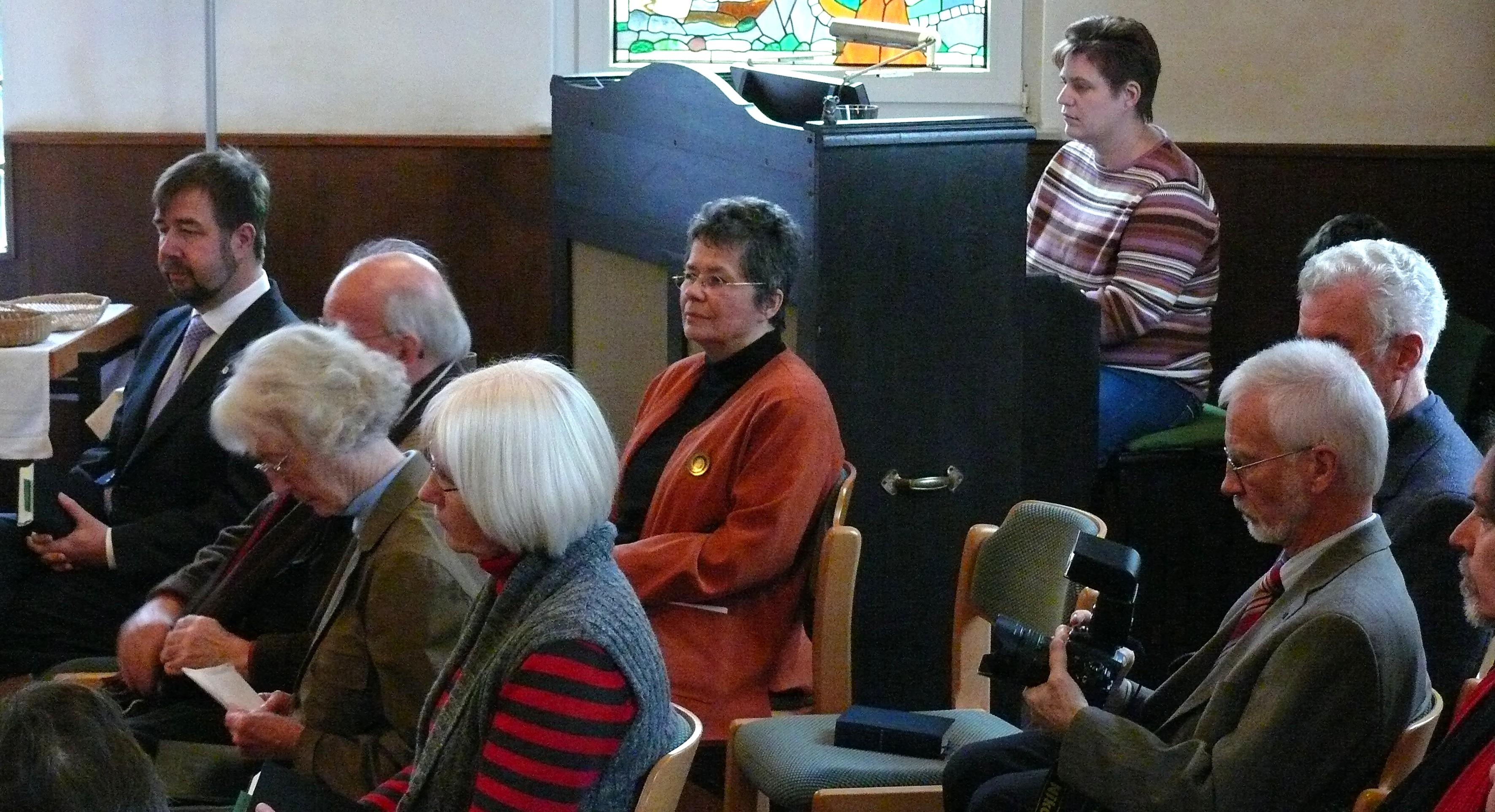 Iris Ben Ammou. Organistin in Delmenhorst und Harmoniumspielerin in Neerstedt