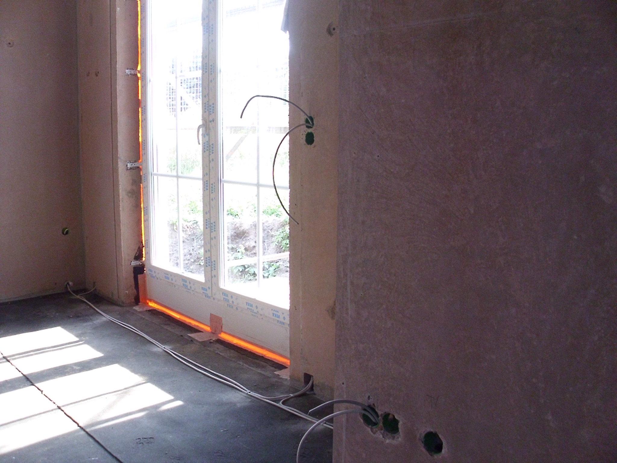 bautagebuch finsterwalde fenster dach w rmeschutz abgeschlossen. Black Bedroom Furniture Sets. Home Design Ideas