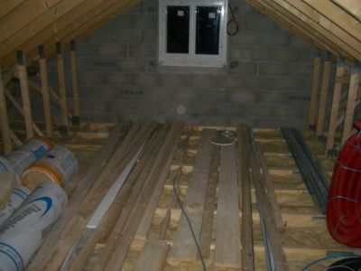 construire sa maison soi meme l 39 isolation dans les combles. Black Bedroom Furniture Sets. Home Design Ideas