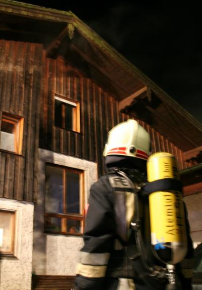 Zahlreiche Atemschutzgeräteträger waren zur Brandbekämpfung im Einsatz