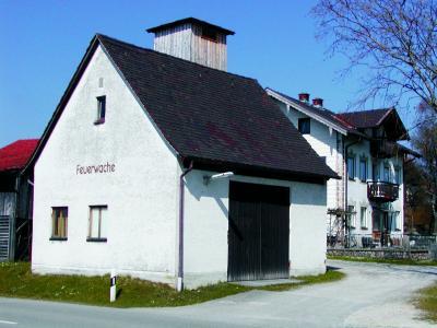 Gerätehaus an der Pallinger Straße. Erbaut Anfang der sechziger Jahre durch die ehemalige Gemeinde Kammer.