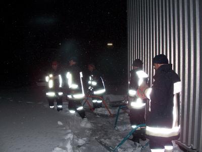 Einsatz beim Siteco Leuchtenwerk in Traunreut. Das Dach drohte einzustürzen.