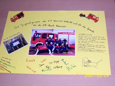 Spende für die Jugendarbeit der Feuerwehr. Raiffeisenbank Traunstein e.G. ist sich der Notwendigkeit einer rührigen Jugendarbeit bewusst