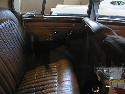 L'intérieur en cuir de la voiture