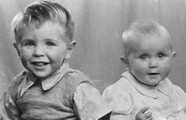 stephen hawking as a young child with his sister mary 1948