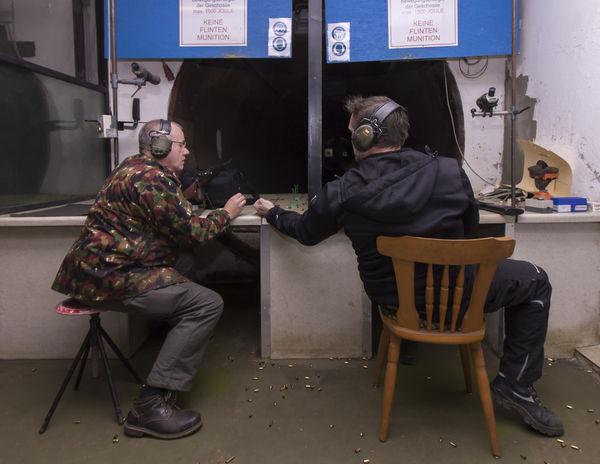 Zwei Schützen auf dem Stand