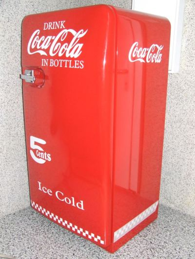 goggo manni old style coca cola fridge. Black Bedroom Furniture Sets. Home Design Ideas