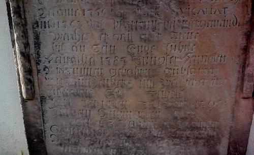 Foto eines alten Grabsteins