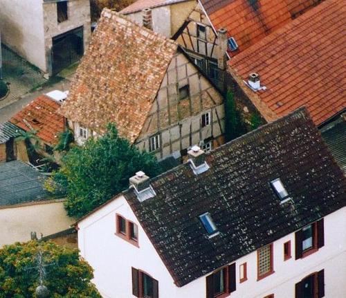 Luftbild des alten Schulhauses
