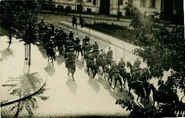 Historische Foto von Soldaten auf Pferden