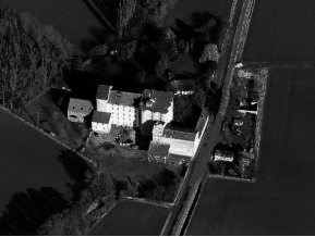 Luftbild einer modernen Mühle