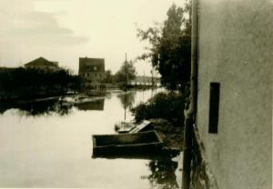 Blick auf überschwemmte Straße