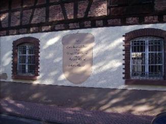 Eine aalte Hausmauer