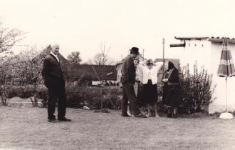 Foto zweiter Männer im Garten