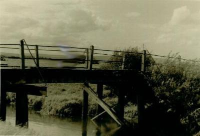 Altes Foto mit Holzbrücke
