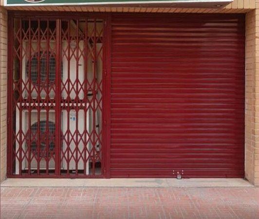Persianas rojas en Jijona