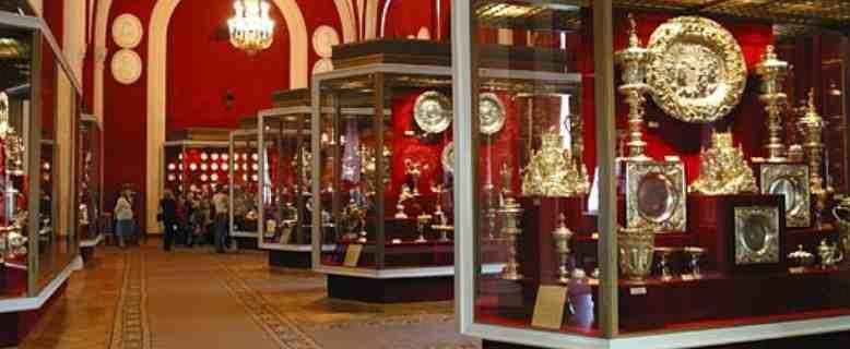 Insignias reales rusas, albergadas en el museo de la Armería
