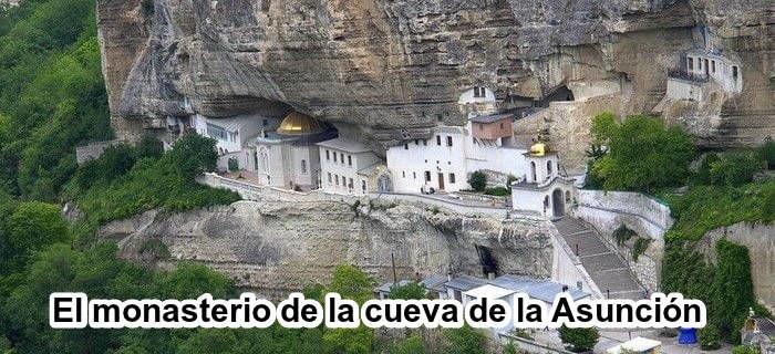 El monasterio de la cueva de la Asunción en Crimea