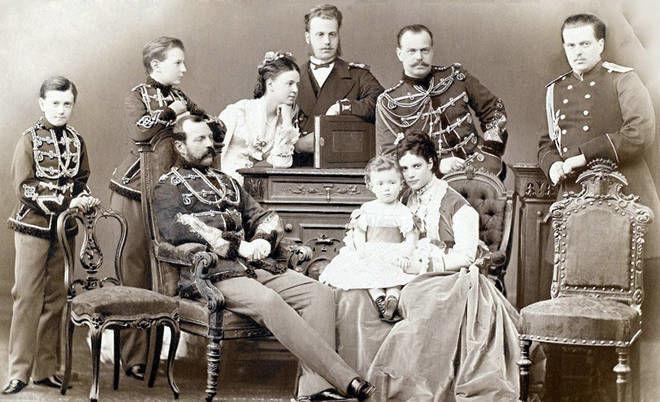 Zar Alejandro III de Rusia y su familia