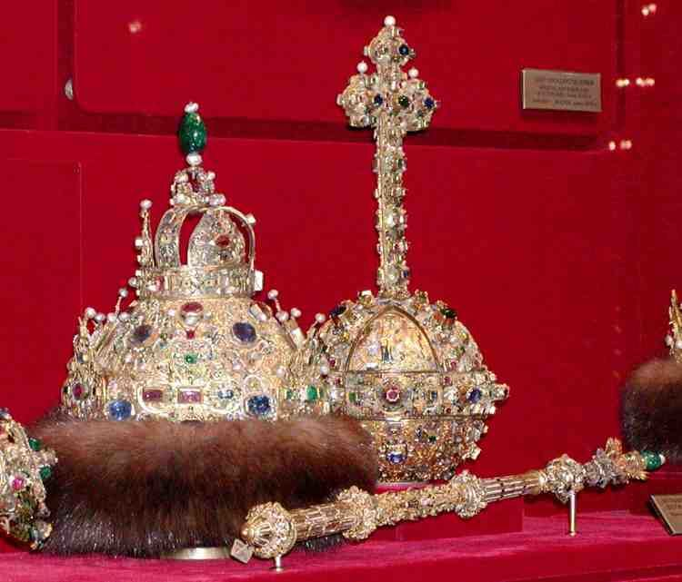 Insignias reales rusas, albergadas en el museo de la Armería del Kremlin