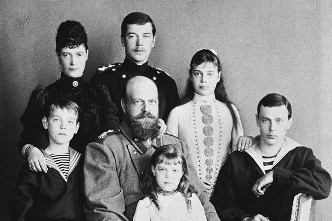Zar Alejandro III de Rusia en familia